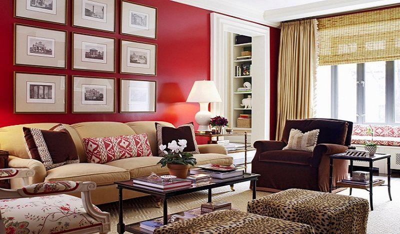 इंटीरियर में लाल रंग के साथ भूरे रंग का संयोजन