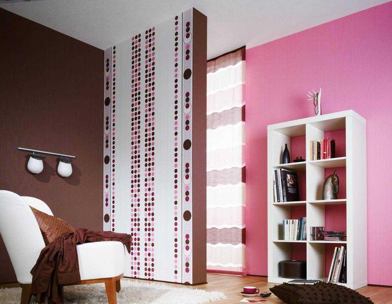 इंटीरियर में गुलाबी रंग के साथ भूरे रंग का संयोजन
