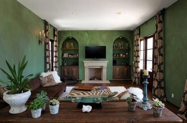 Yeşil ve kahverengi oturma odası