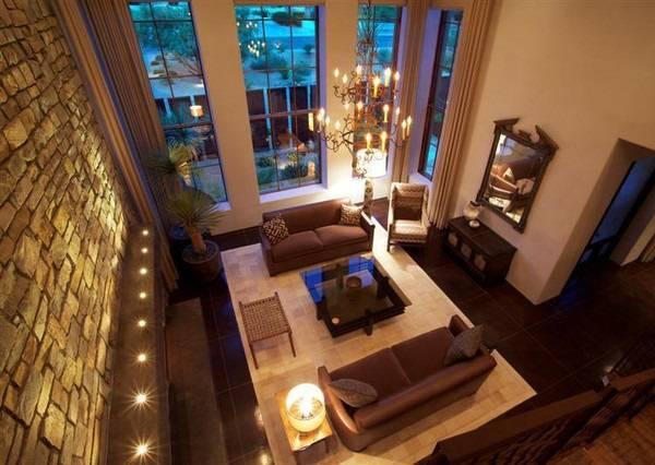 Oturma odasında yerleşik alt duvar aydınlatması