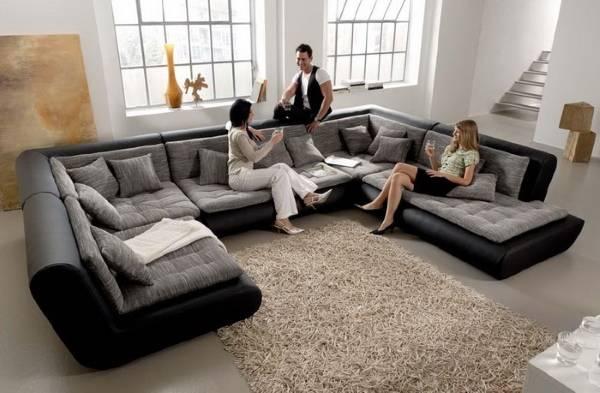 Fotoğraftaki modüler döşemeli köşe mobilyaları