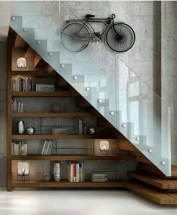 Merdivenlerin altında DIY dolabı