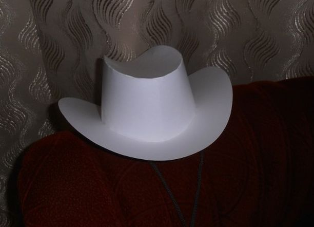 Ковбой шляпасы оны қағаздан фотосуреттер мен бейнелермен жасаңыз