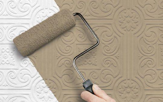 Оклейка потолка обоями под покраску: как клеить и чем красить