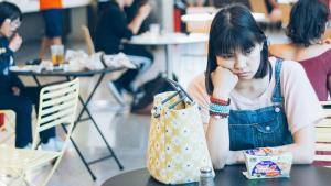 Gratis maandverband én gratis antidepressiva op school