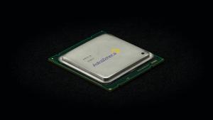 """AstraZeneca stapt over op kleiner model 5G chips: """"Bloedklonters nu geen probleem meer"""""""