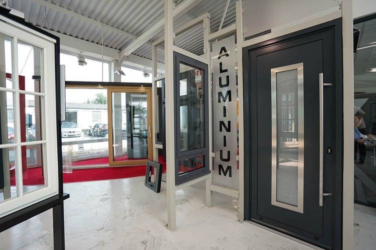 Inspirasi Desain Pintu Alumunium