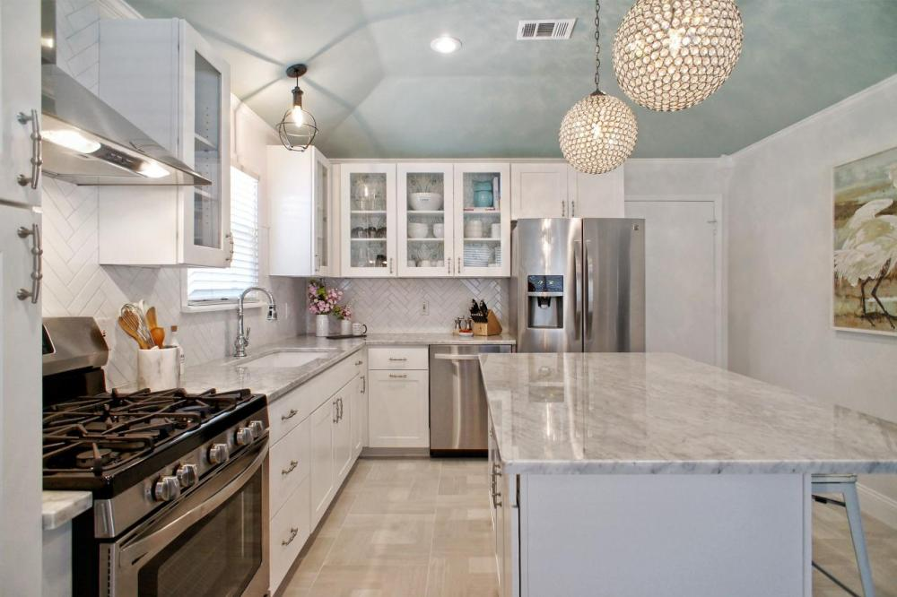 Permukaan Dapur Sederhana Bersih dan Rapi