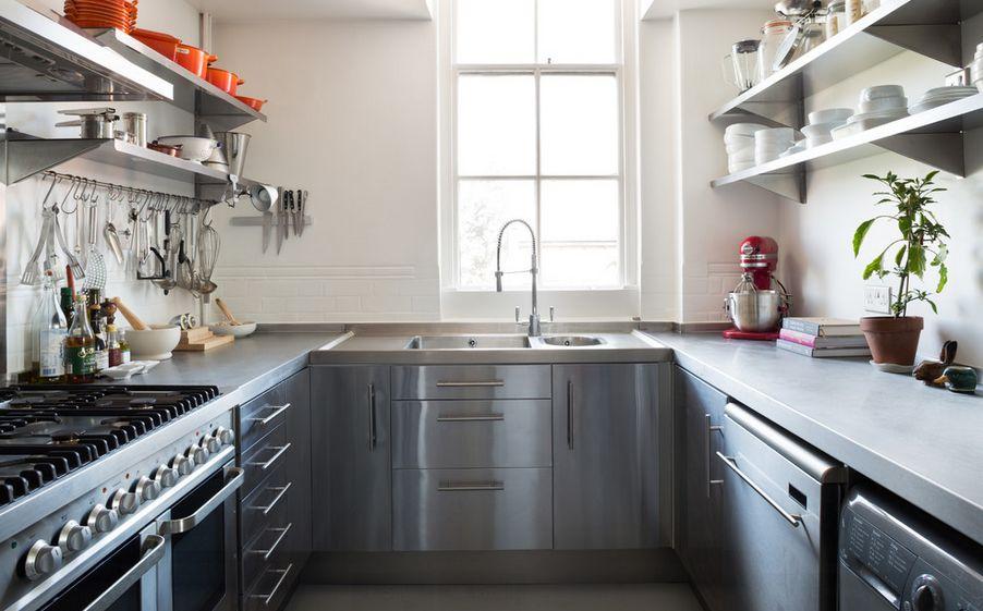 Desain Dapur Kecil Metalik