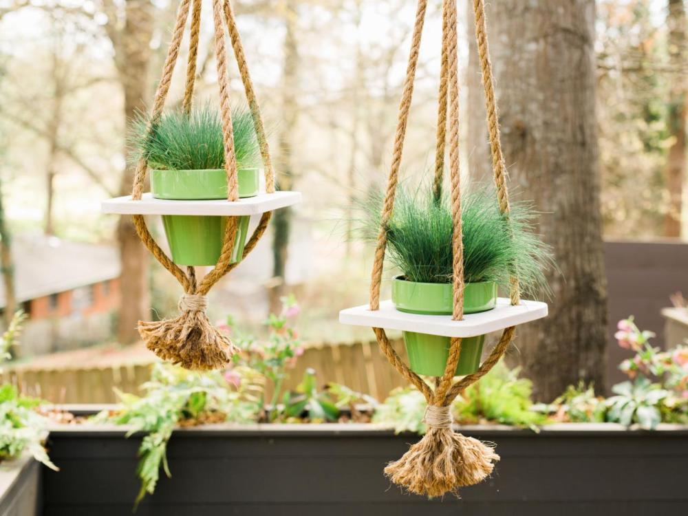 Hanging Pot Taman Depan Rumah