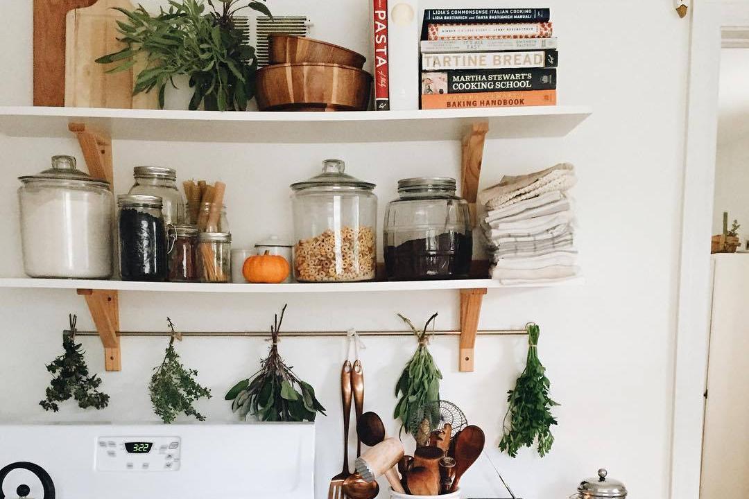 8 Tips Merapikan Rumah Dengan Rak Dinding Minimalis