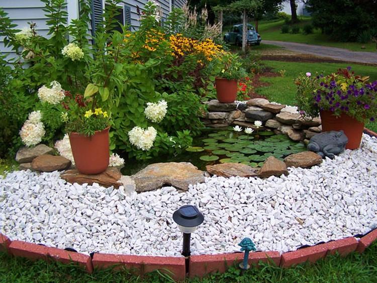taman depan rumah kolam
