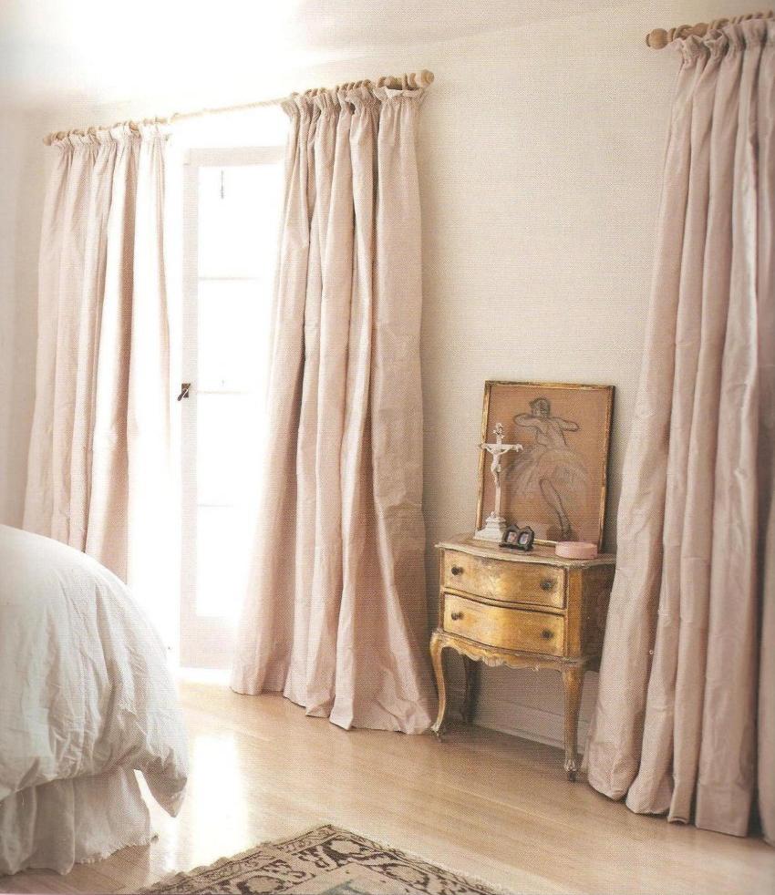 Gorden rumah berwarna pink