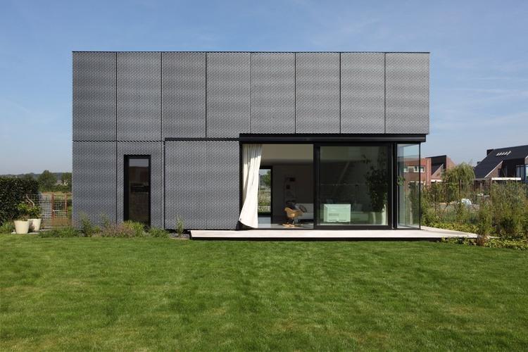 rumah tingkat minimalis The VDVT House