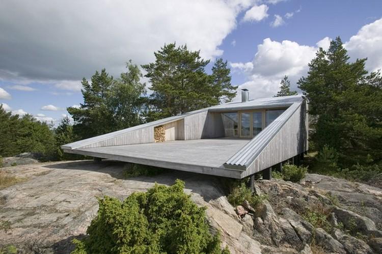 Desain rumah unik geometris dengan halaman yang ekstra luas