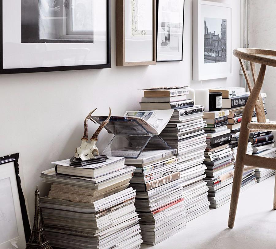 Interior Rumah Tumpukan Buku