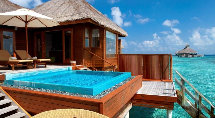 Kolam Renang Huvafen Fushi Resort Maladewa