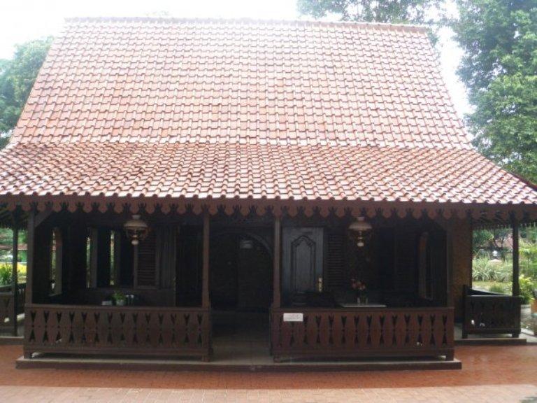 Rumah Betawi Simetris