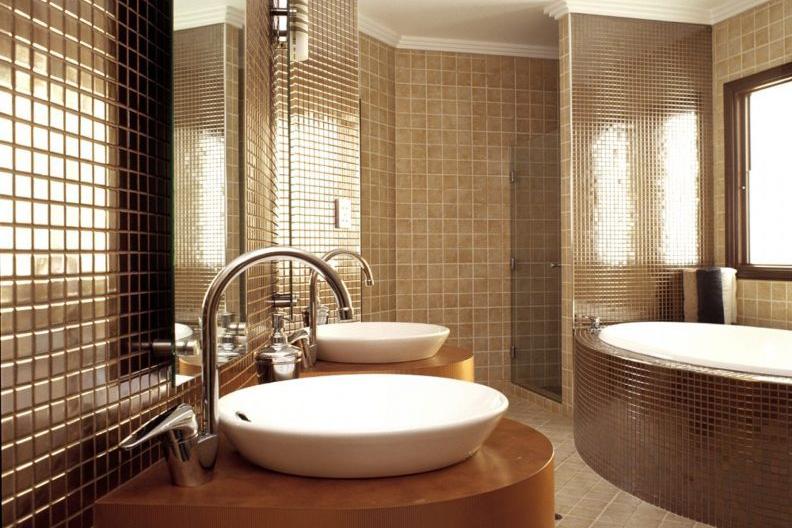 Keramik kamar mandi warna cokelat