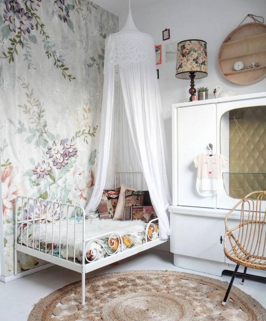 tempat tidur desain vintage
