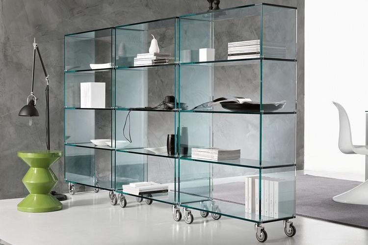 12 Model Lemari Kaca Supaya Ruangan Kelihatan Lebih Lega