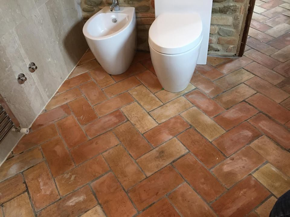 keramik lantai kamar mandi ubin