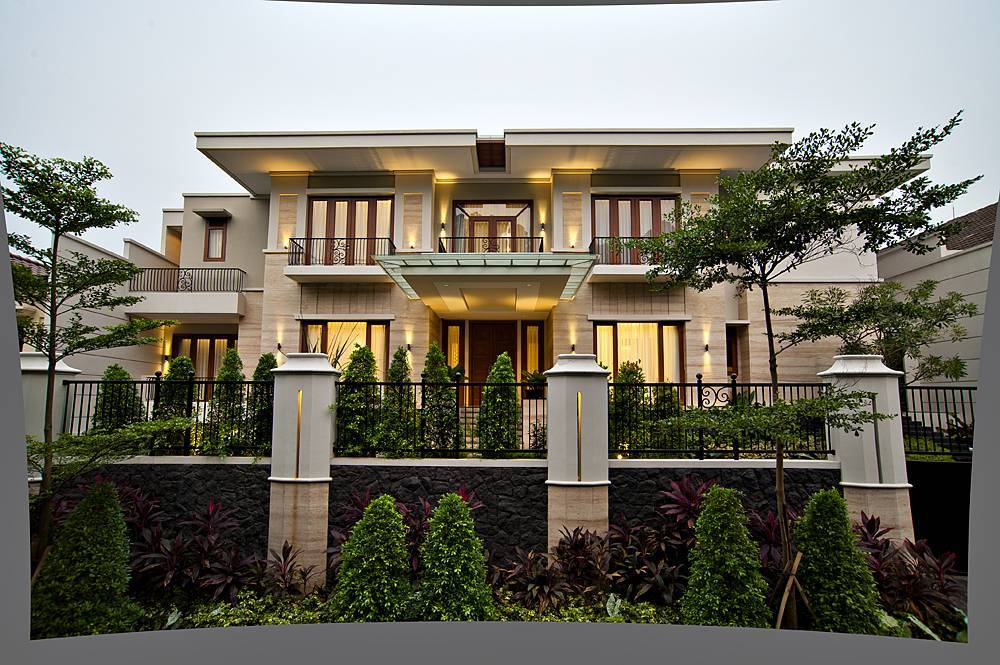 Rumah Batu Alam dengan Fasad Mengilap