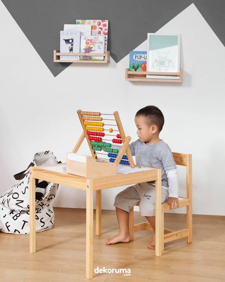 Ruang Belajar Dengan Dekorasi Dinding