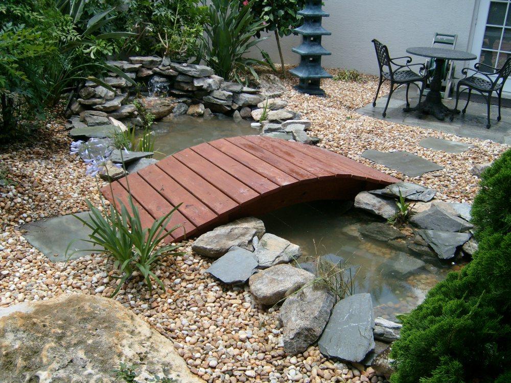 Kolam Ikan Mini Jembatan