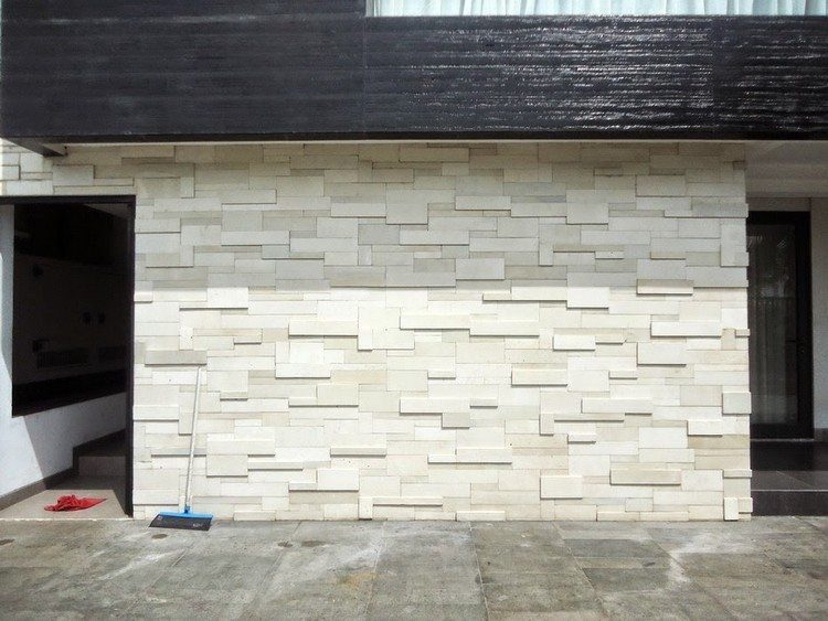 Dinding batu alam menggunakan batu paras Jogja