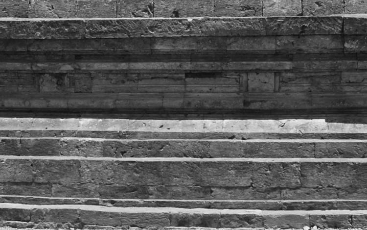 Dinding batu alam menggunakan batu candi