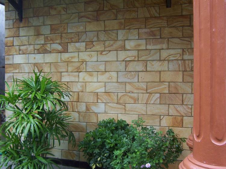Dinding batu alam menggunakan batu palimanan