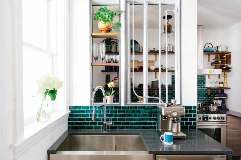 Create Contrast With Green Emerald As Color Kitchen Ceramics