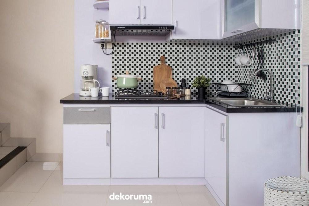 Kabinet dapur dengan bukaan samping