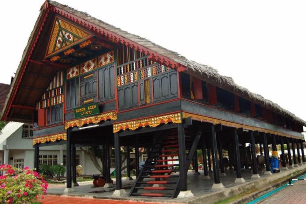 Rumah Adat Aceh Krong Bade Anti Gempa