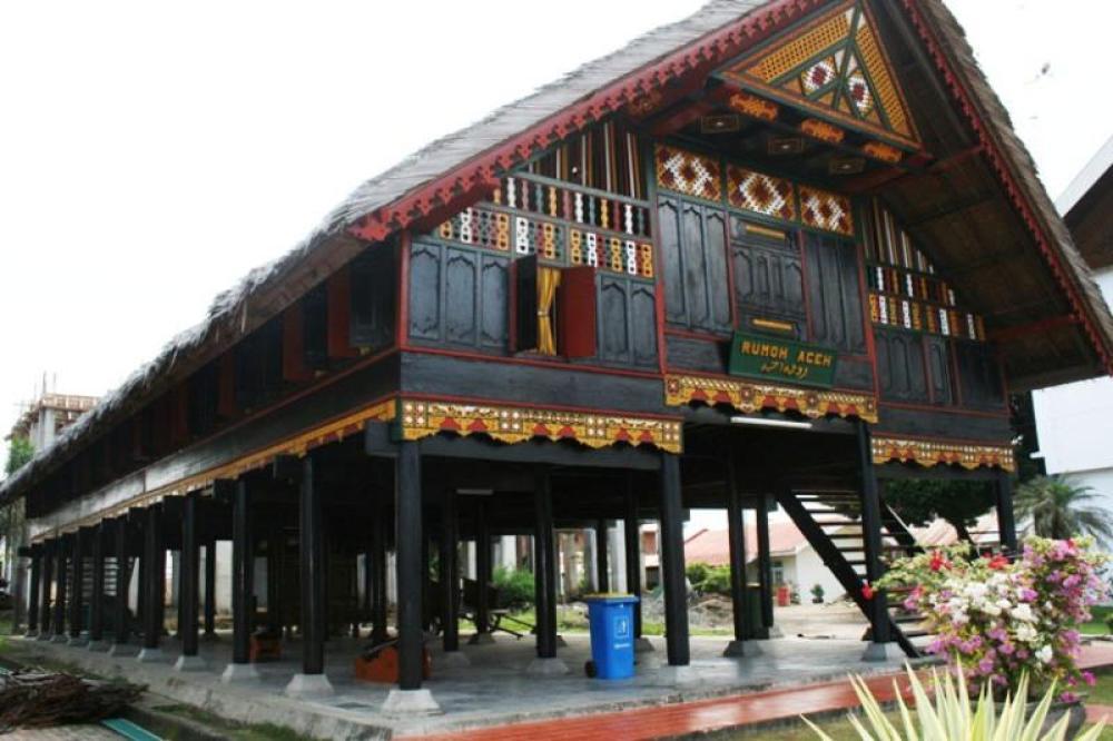 Rumah Adat Aceh Krong Bade