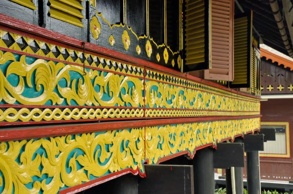 Ukiran pada Rumah Adat Aceh Krong Bade
