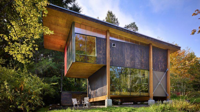 Desain Rumah Kayu Minimalis dari Variasi Triplek