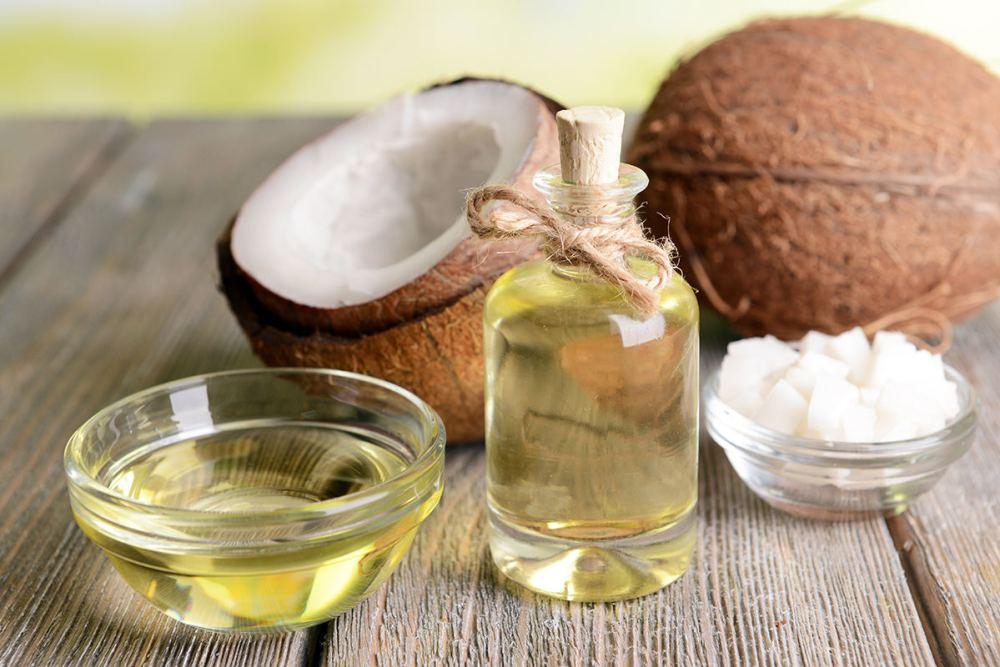 Kapur barus dan minyak kelapa