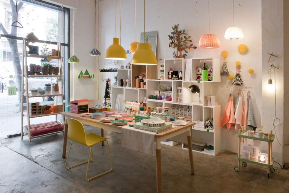 Melakukan dekorasi ulang desain toko kecil