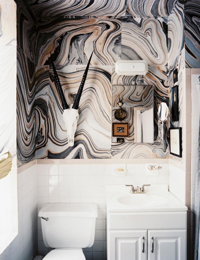 Desain kamar mandi batu alam dengan onyx
