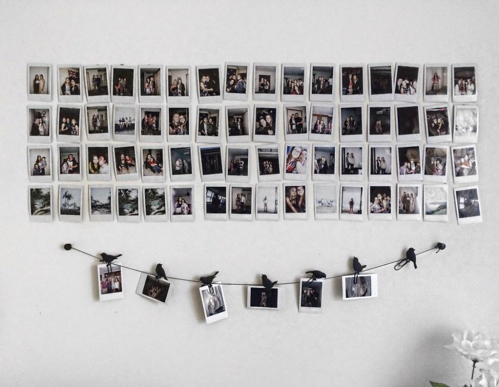Polaroid sebagai hiasan dinding kamar tumblr