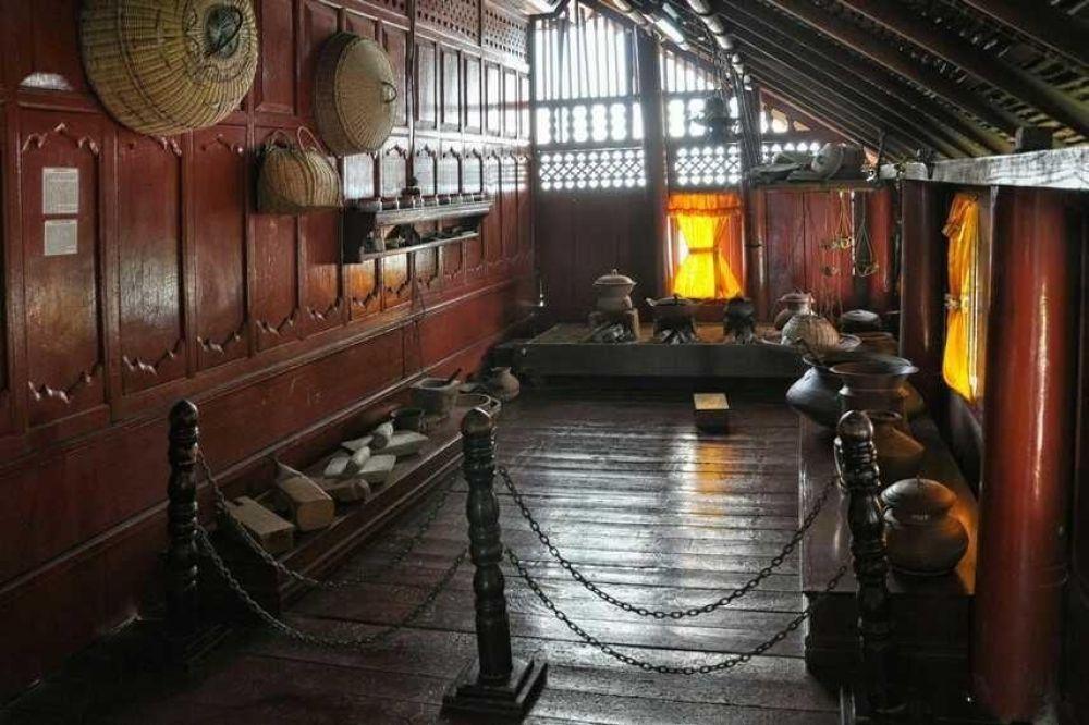 Ruang-Belakang-Rumah-Adat-Aceh-Krong-Bade