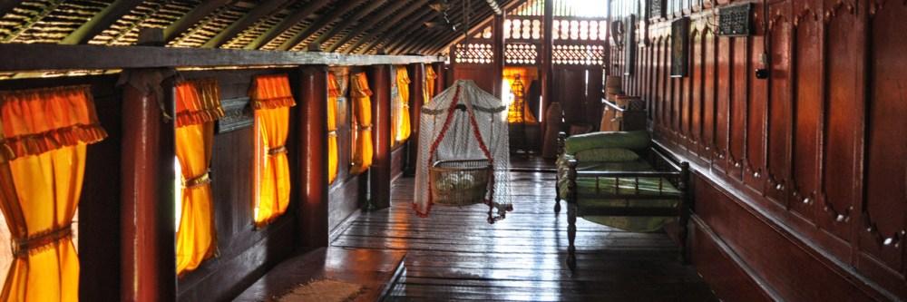 Ruang Tengah Rumah Adat Aceh Krong Bade