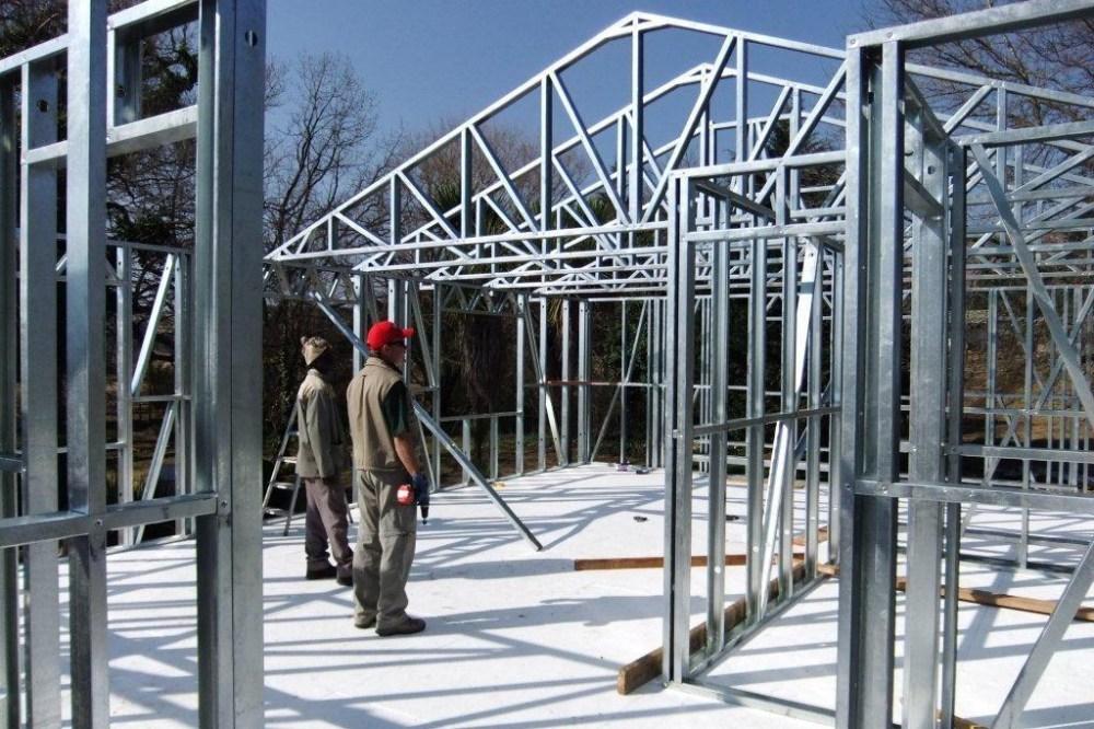 Pemasangan rangka atap baja ringan sangat mudah dan efisien