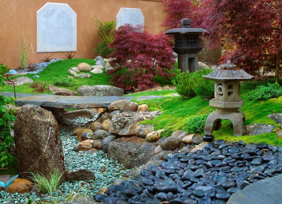 zen garden dengan rumput