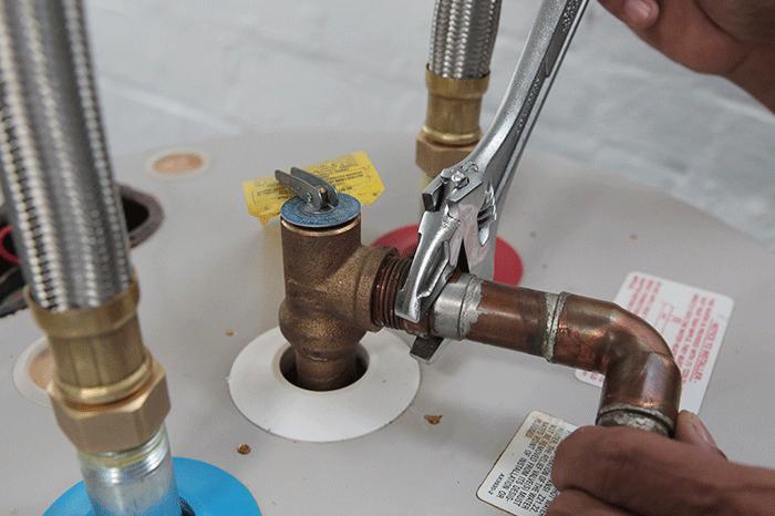 Tidak menanyakan biaya pemasangan dan panjang pipa pemanas air