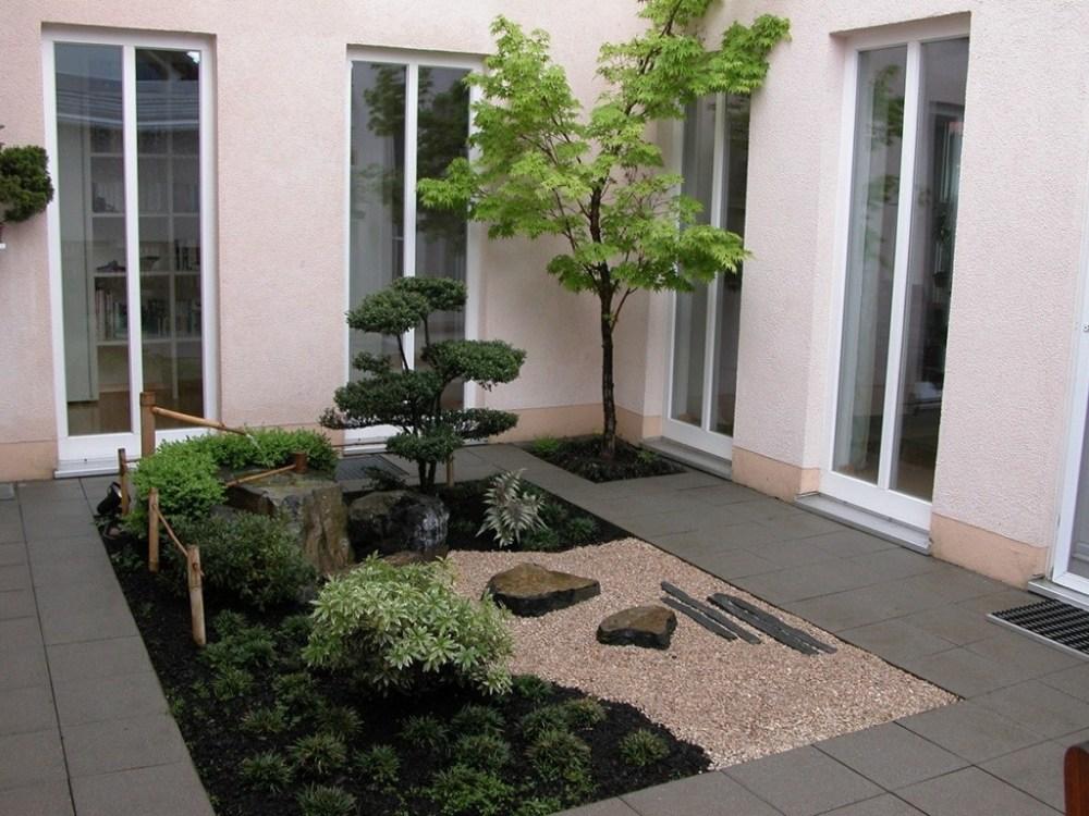 zen garden ruangan void