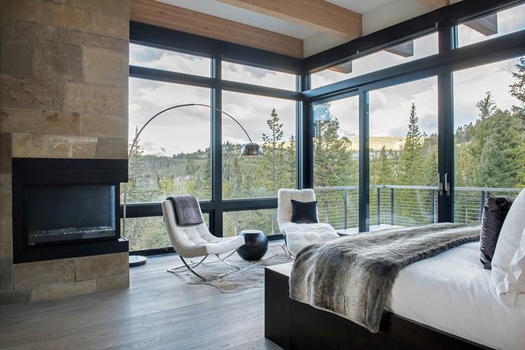 Dinding kaca untuk kamar tidur yang menyatu dengan alam