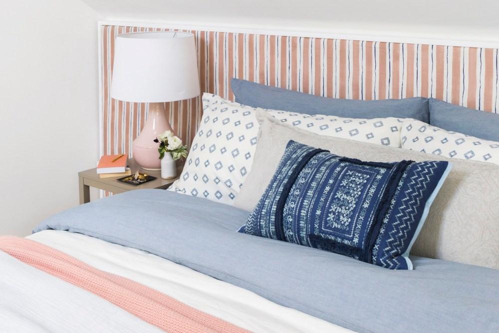 Cara menghias kamar sendiri dengan cushion bermotif
